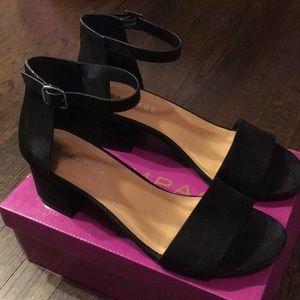 LIKE-NEW ankle strap matte black black heel